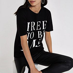 Black 'free to be me' print T-shirt