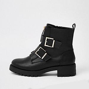 Bottes épaisses noires à boucle et zip sur le devant