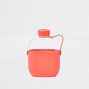 Pinke Wasserflasche