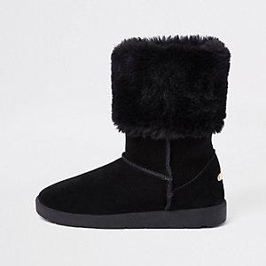 Schwarze Stiefel mit Kunstfellfutter