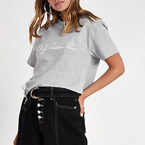 Petite – Graues, kurzes T-Shirt mit Knoten