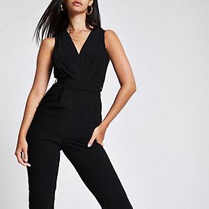 Zwarte jumpsuit met overslag en strikceintuur