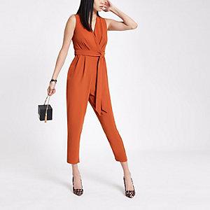 Oranje jumpsuit met overslag en strikceintuur