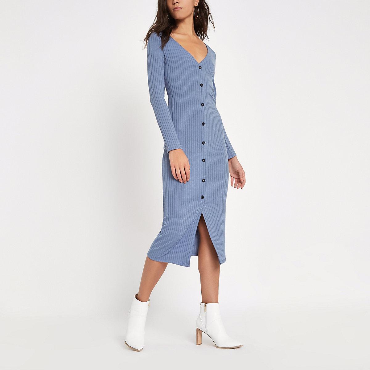 Robe moulante côtelée bleu clair boutonnée sur le devant