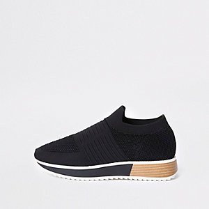 Black textured elastic runner shoes