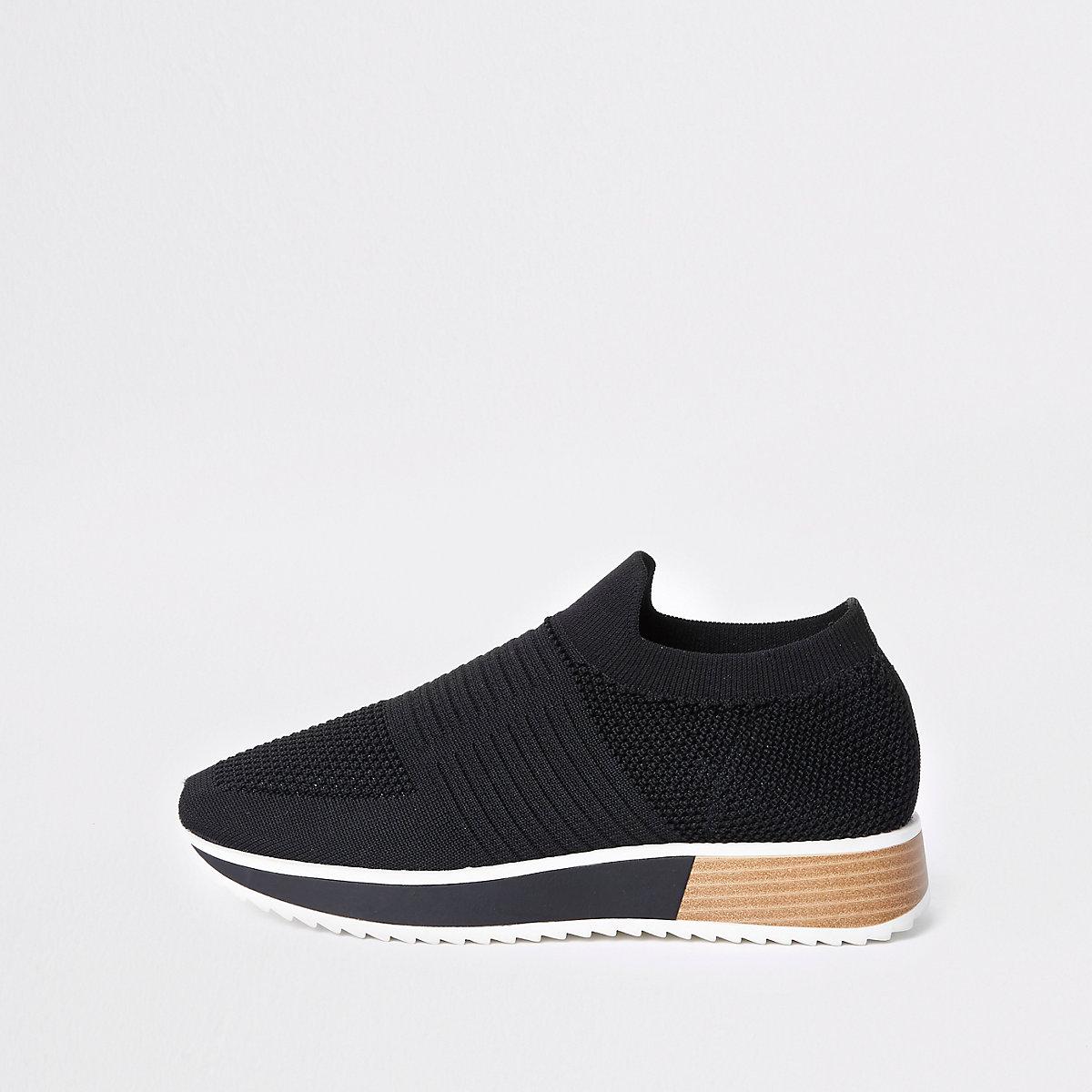 Black textured elastic runner shoes