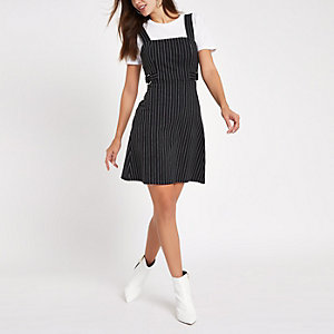 Schwarz gestreiftes Minikleid mit Taillengürtel
