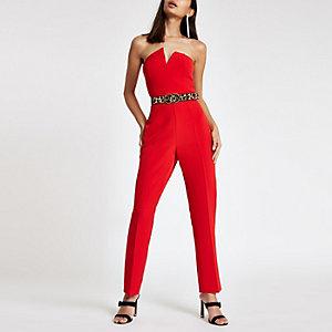 Rode jumpsuit in bandeaustijl met V-zoom