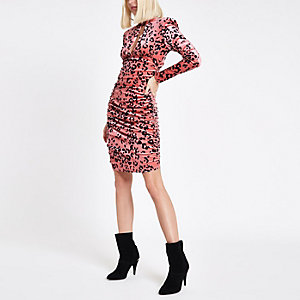 Robe ajustée à imprimé léopard rose froncée
