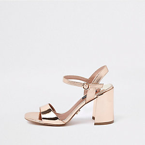 Goudkleurige sandalen met brede pasvorm en blokhak
