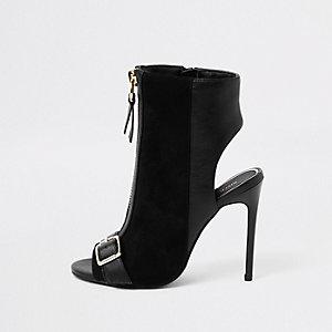 Zwarte schoenlaarsjes met brede pasvorm, rits voor en gesp