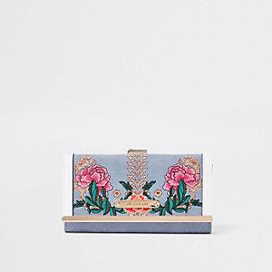 Lichtblauwe geborduurde portemonnee met druksluiting en bloemenprint