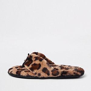 Brown faux fur leopard flip flop slippers