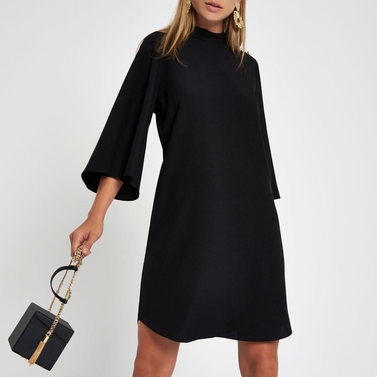 Schwarzes Swing-Kleid mit geknöpften Ärmeln