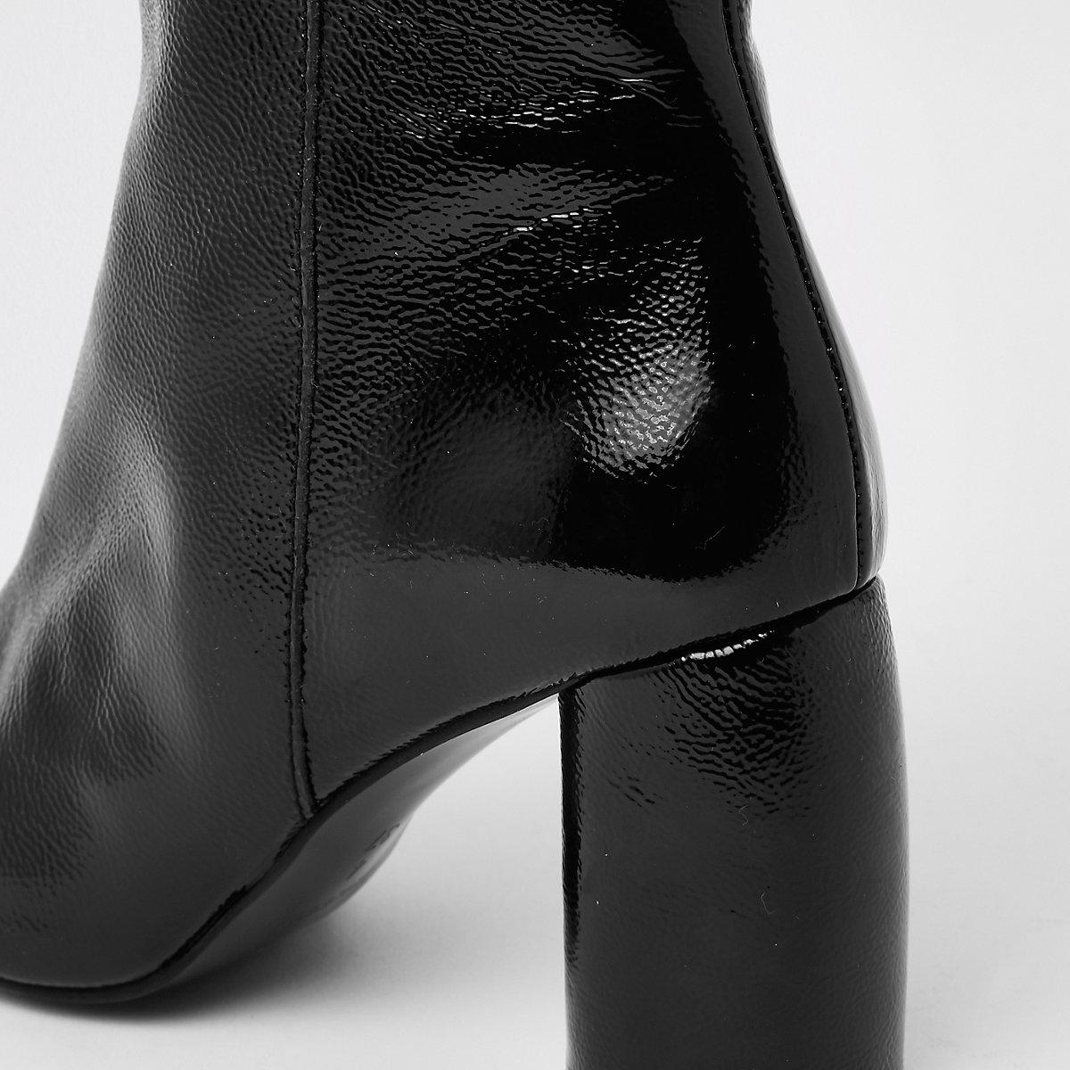 df84beabc6c8 Schwarze Stiefeletten aus glänzendem Leder - Stiefel - Schuhe ...