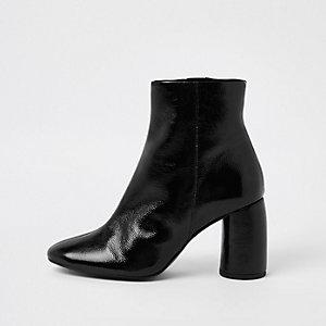 Schwarze Stiefeletten aus glänzendem Leder