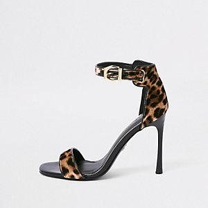 Bruine minimalistische sandalen met luipaardprint en brede pasvorm