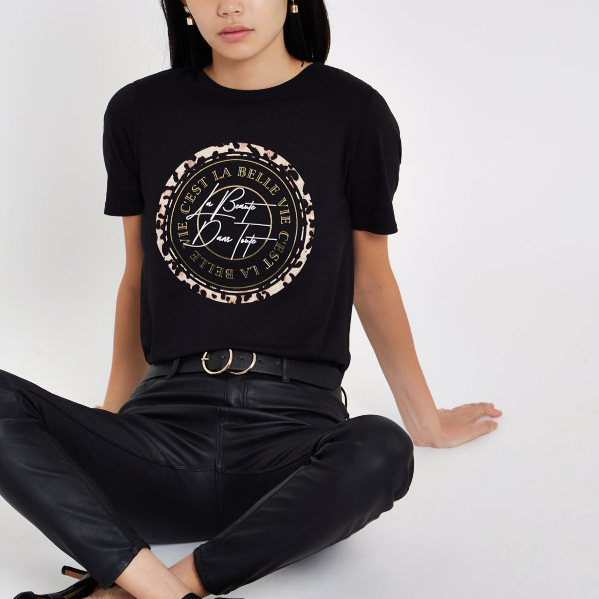 Black 'C'est la belle' circle print T-shirt