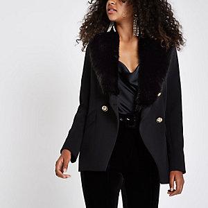 Schwarze Jacke mit Kunstfell