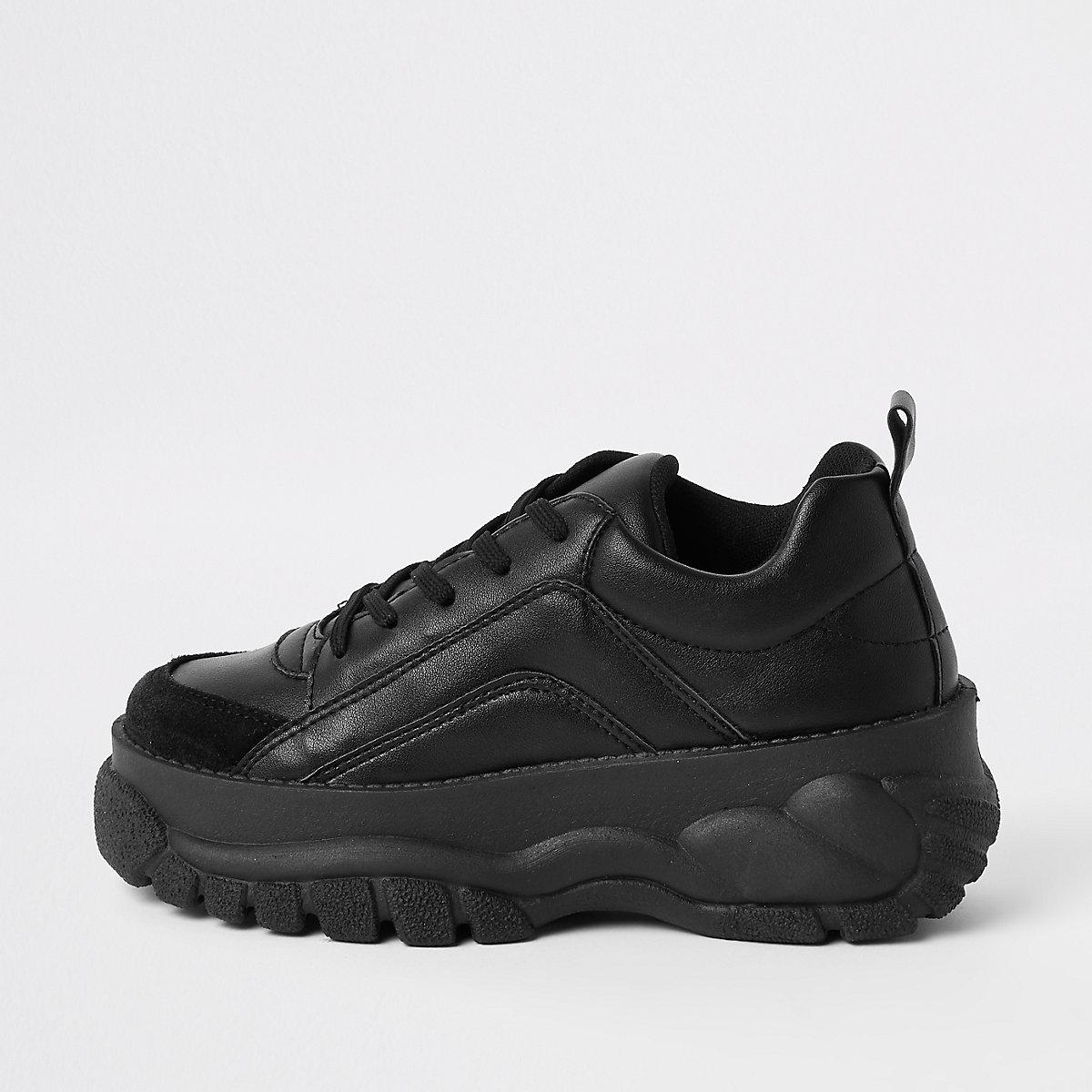 Zwarte stevige vetersneakers van imitatiebont