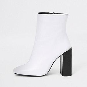 Witte leren laarzen met blokhak en vierkante neus