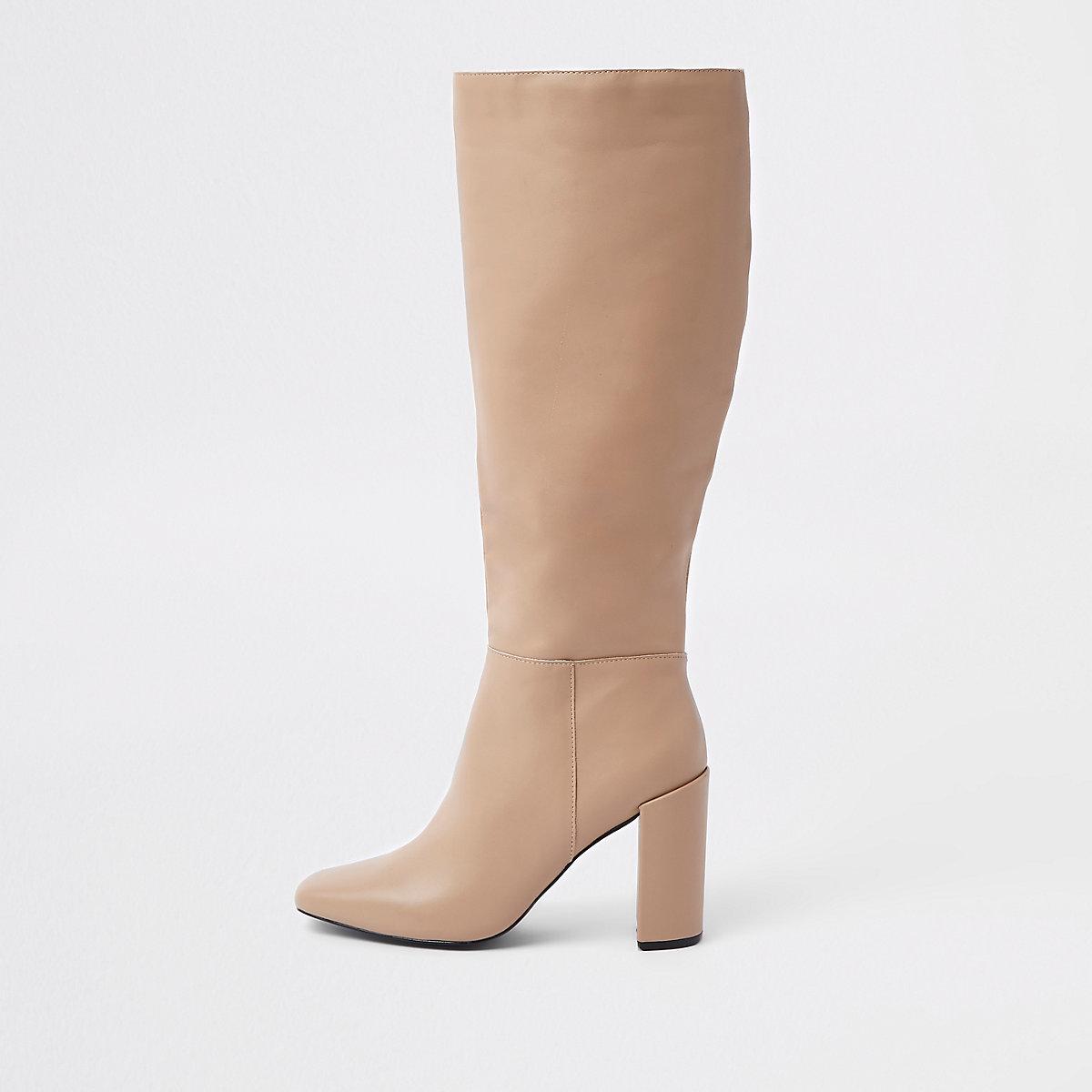 Crème leren kniehoge laarzen met blokhak Crème leren kniehoge laarzen met  blokhak ...