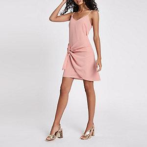 Kleid in Hellrosa mit Knoten vorne
