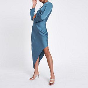 Blauwe jurk met asymmetrische zoom en lange mouwen