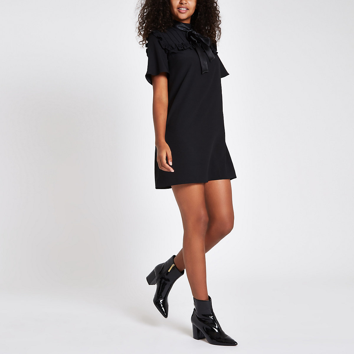 Black bowtie short sleeve swing dress