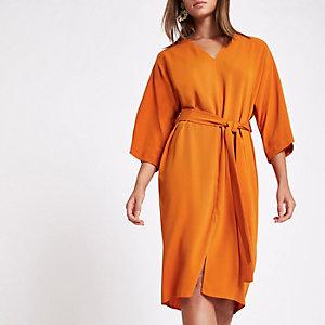 Robe portefeuille mi-longue orange avec ceinture