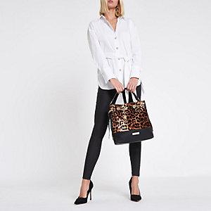 Chemise blanche à manches longues nouée devant