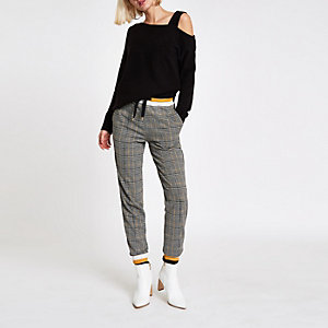 Black asymmetric shoulder knit jumper