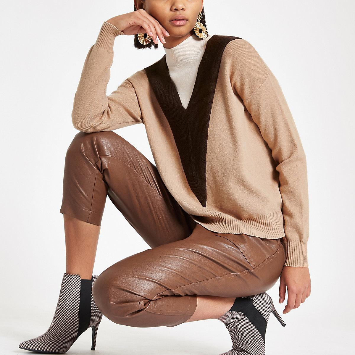 Brown knit V turtle neck jumper