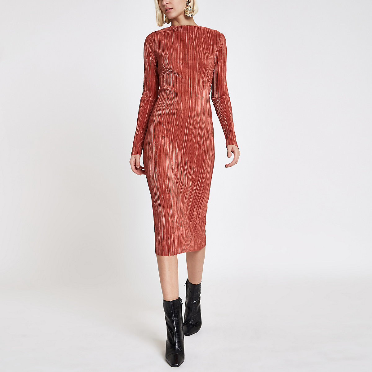 Pink plisse midi boat neck bodycon dress