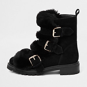 Black faux fur buckle chunky boots