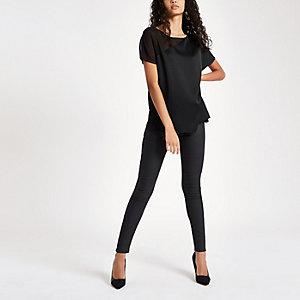 Zwart T-shirt met doorschijnende schouder