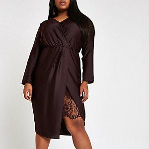 RI Plus - Paarse getailleerde midi-jurk met overslag voor