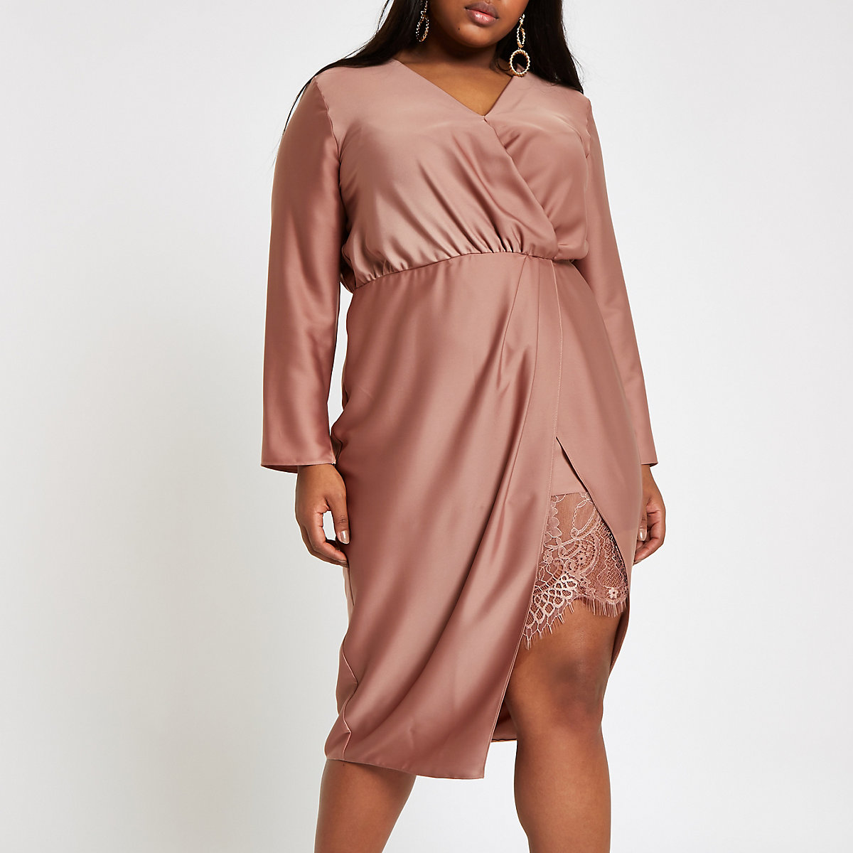 RI Plus - Roze getailleerde midi-jurk met overslag voor
