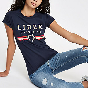 T-shirt ajusté bleu marine à imprimé sur le devant