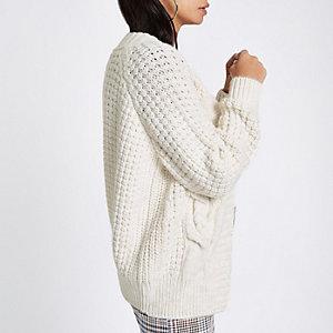 Strickjacke in Creme mit Zopfmuster