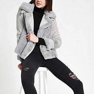 Hellgrauer Jacke mit Kunstfellbesatz