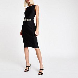 Robe moulante mi-longue en velours plissé noire à ceinture