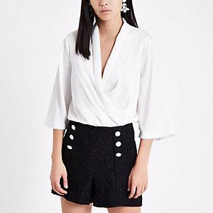Shorts aus schwarzer Spitze mit Knopf