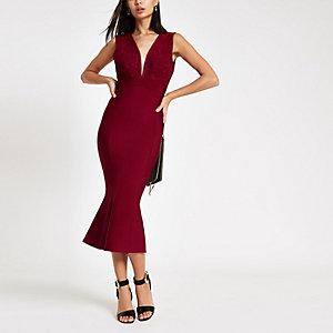 Forever Unique – Robe mi-longue moulante péplum rouge