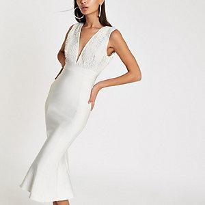 Forever Unique – Robe mi-longue moulante blanche