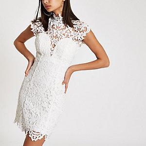 Forever Unique – Robe moulante en dentelle blanche