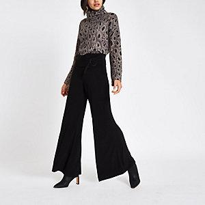Zwarte broek met wijde pijpen en strik voor
