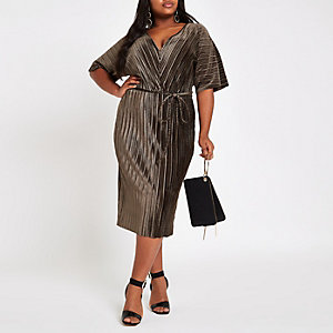 RI Plus - Kaki fluwelen plissé jurk met kimonomouwen
