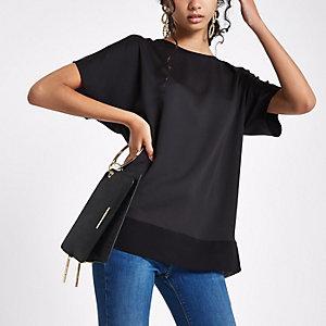 Schwarzes T-Shirt mit transparentem Saum