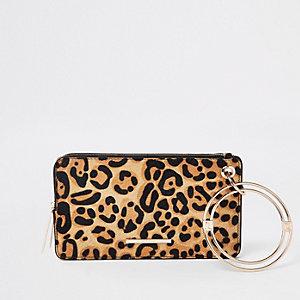 Pochette en cuir imprimé léopard noire à dragonne